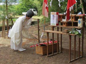 修祓の儀 植樹の儀に使う鍬とスコップをお祓い