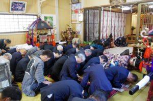 平成29年淀姫神社例大祭 御神輿に向かい一拝