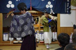 白浜地区白濱神社にて「稲舞」 お手伝いは山口翔生さん