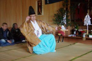 西山地区山祇神社にて「荒塩」の舞 舞い手は松浦宮司さん