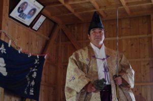 庄野地区王嶋神社にて「所堅」の舞 舞い手は早田宮司さん