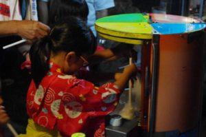 平成30年七夕祭り 綿菓子作りに挑戦中 うまく出来たかな?