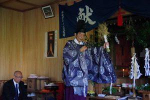 平成31年山祗神社秋祭り 稲束を手にして舞う「舞い上げ」