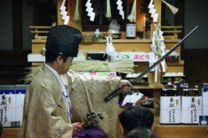 白浜地区白濱神社秋祭りにて 「所堅」の舞い 舞い手は早田宮司さん