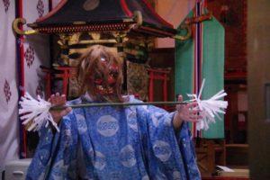 平戸神楽「山の神」の舞い 舞い手は美明禰宜さん