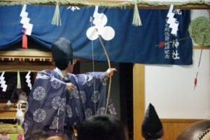 白浜地区白濱神社秋祭りにて 恒例の的打ち神事