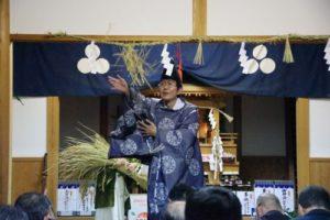 白浜地区白濱神社秋祭りにて 恒例の稲穂撒き