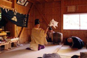 庄野地区王嶋神社秋祭りにて 「修祓」の儀