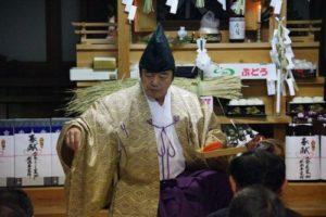 白浜地区白濱神社秋祭りにて 「荒塩」の舞い 舞い手は早田宮司さん